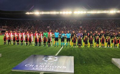 Futbalisti Slávie Praha pred zápasom s Dortmundom držali minútu ticha za Karla Gotta
