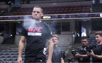 Slávny bojovník UFC fajčil jointa priamo na verejnom tréningu. Ponúkol aj fanúšikov