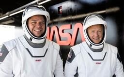 Sleduj naživo astronautov, ktorí sa vracajú s loďou SpaceX. Pristávať budú v Mexickom zálive