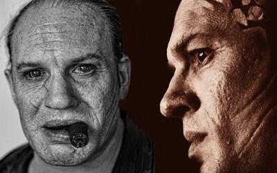 Sleduj neuveriteľnú premenu Toma Hardyho na zvráskaveného Al Caponeho. Gangsterský film vyjde už o týždeň