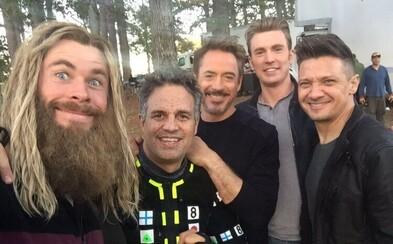 Sleduj poslední den Roberta Downeyho Jr. jako Iron Mana. Tvůrci odhalili nové záběry z Endgame a řadu tajemství