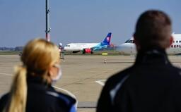 Sledujeme NAŽIVO: V Bratislave pristálo milión predražených rúšok a 100-tisíc rýchlotestov