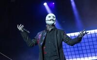 Slipknot: Na pódiu se chovají, jako kdyby je ovládal sám satan. Vystupují s baseballovými pálkami a v hororových maskách
