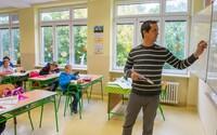 """Slová """"matka"""" a """"otec"""" zmiznú z francúzskych škôl. Štát chce bojovať proti diskriminácii"""