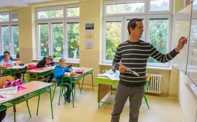 """Slova """"matka"""" a """"otec"""" zmizí z francouzských škol. Stát chce bojovat proti diskriminaci"""