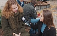Slováci najviac počúvajú Billie Eilish, Barbora Bakošová po novom spieva vianočné koledy
