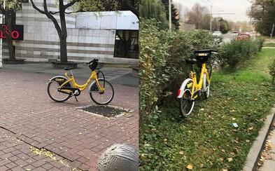 Slováci nechávajú bicykle z bikesharingu kdekoľvek sa im zachce. Nájdeš ich uprostred ulice či v kríkoch