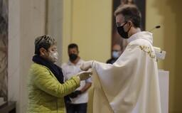 Slováci nechcú prispievať na cirkev zo svojich peňazí, ukázal nový prieskum. Proti je vyše 77 % respondentov