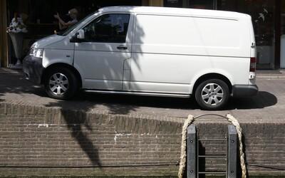 Slováci opäť šírili hoax, že dodávka unáša ľudí. Polícia upozorňuje: Šírenie poplašných správ je trestné