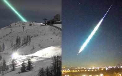 Slováci sa mohli pokochať extrémne žiarivým meteorom nad Maďarskom. Tmavú oblohu rozjasnil nadránom