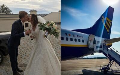 Slováci sa prvýkrát stretli na palube Ryanairu, teraz sa zosobášili. Aerolinka si pre nich pripravila milé prekvapenie
