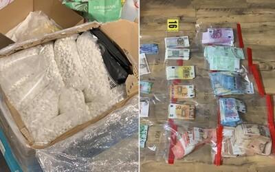 Slováci stáli za výrobou 480 kíl metamfetamínu v hodnote 16,8 milióna €. Drogovú skupinu rozbili policajti