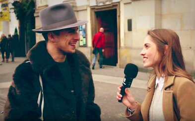 Slováci v uliciach vyberali najhoršie vianočné darčeky. Chcel by si dostať sexuálnu pomôcku alebo ponožky?