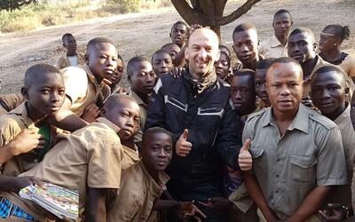 Slovák, čo precestoval všetky krajiny sveta: V Nepále som chlapcom daroval vynosený sveter, začali sa oň biť päsťami