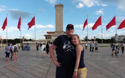 Slovák Jaro vloguje svoj život v Číne: Kupovali sme si tu aj Horalky, kolega kvôli kreditovému systému nechcel prebehnúť cez cestu