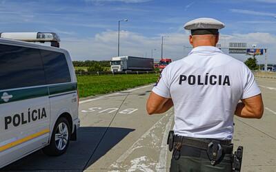 Slovák počas Silvestra v Seredi strieľal zo samopalu. Polícia mu zbrane odobrala