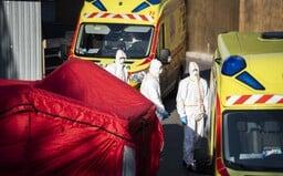 Slovák s podozrením na nový koronavírus vyradil až dve rôzne záchranky. Opäť zamlčal svoje kontakty s nakazenou osobou