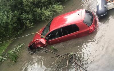 Slovák s takmer 2,5 promile sadol za volant. S autom skončil v rieke