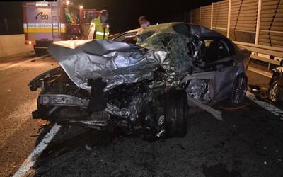 Slovák sa na diaľnici otočil do protismeru. Zabil seba aj 23-ročného vodiča v oproti idúcom aute