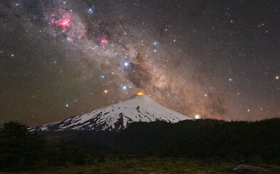 Slovák svojí fotkou zazářil v NASA. Vydal se kvůli ní pod jednu z nejaktivnějších sopek, ale výsledek stojí za to