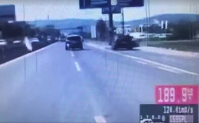 Slovák unikal policajtom rýchlosťou 200 km/h, driftoval a kľučkoval medzi autami. Video zachytáva naháňačku ako z filmu