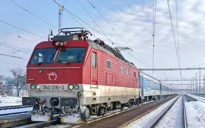 Slovák za rok cestoval vlakom až 467-krát. ZSSK za tú istú dobu prepravilo 57 000 psov