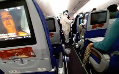 Slovákov pri návrate z dovolenky zdržal koronavírus, 13 hodín strávili v lietadle, niekoľko ľudí dokonca muselo vystúpiť