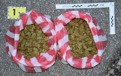 Slovákoví hrozí za držanie 700 gramov marihuany až 15 rokov za mrežami
