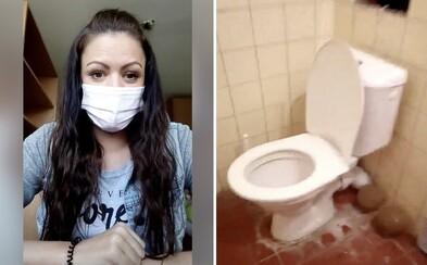 Slovenka sa sťažovala, že v karanténe zdieľa kúpeľňu s nakazenými osobami. Ministerstvo už situáciu vyriešilo