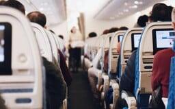 Slovenka si odmietla nasadiť respirátor v lietadle, hoci ju o to prosil aj jej manžel. Posádka ju vyhodila