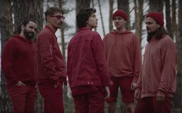 Slovenská kapela Billy Barman porovnáva súčasnosť s dobou nevinnosti a mladosti. V dobrom