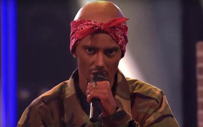 """Slovenská modelka prezlečená za Tupaca rapuje slovo """"n*gga"""" v priamom prenose. Obúvajú sa do nej domáci raperi"""