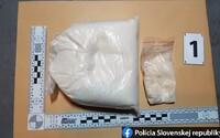 """Slovenská polícia zaistila 650 gramov pervitínu: """"Snežilo"""" na Kysuciach, v Prievidzi aj v Trenčíne"""