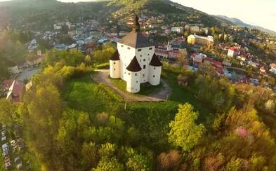 Slovenské mesto chce zo svojho centra vyhodiť autá. Malebná Banská Štiavnica by rada obyvateľom aj turistom spríjemnila pohyb po námestí