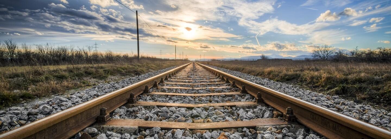 Slovenskému rýchliku sa odtrhli vagóny a zostali osamotené stáť na trati. Náš internet sa opäť zabáva na ZSSK