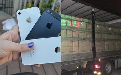Slovenskí colníci zaistili viac ako 2 500 falošných iPhonov za takmer 100 000 €