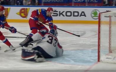 Slovenskí hokejisti nedokázali streliť ani jeden gól a po debakli od Rusov si pripisujú na konto ďalšiu prehru