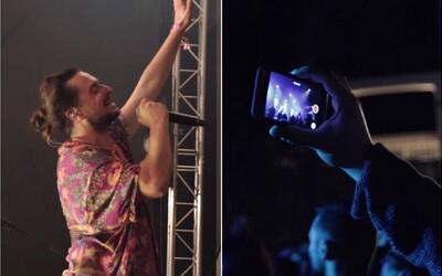 Slovenskí interpreti vyzývajú fanúšikov, aby nesledovali koncerty cez displej smartfónu. Aj tak si ich znovu nepozrieš