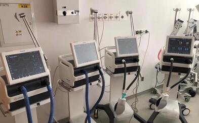 Slovenskí podnikatelia pomáhajú v boji proti koronavírusu, VUB banka darovala štyri dýchacie prístoje
