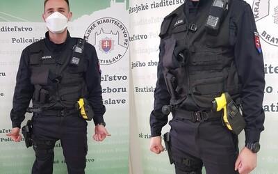 Slovenskí policajti dostali paralyzátory, páchateľov budú môcť zneškodniť bez výstrelov z pištole