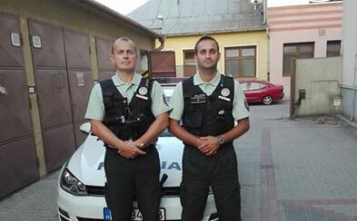 Slovenskí policajti zachránili život. Mladík chcel spáchať samovraždu skokom z mosta, muži zákona mu v tom zabránili