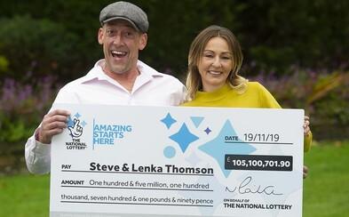 Slovensko-anglický pár, ktorý vyhral v lotérii viac ako 116 miliónov eur, si kúpil ojazdenú dodávku a auto