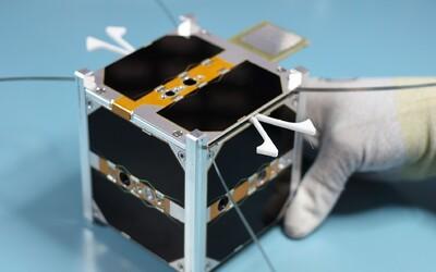 Slovensko má vo vesmíre svoju prvú družicu! SkCUBE do kozmu vyniesla indická raketa, podieľať sa bude na vesmírnej misii