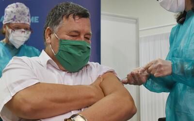 Slovensko naočkovalo prvního člověka proti koronaviru