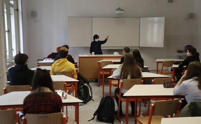 Slovensko otvára školy, vo Francúzsku experiment nevyšiel a krajina školy zatvára. Hlási z nich 70 prípadov nákazy COVID-19