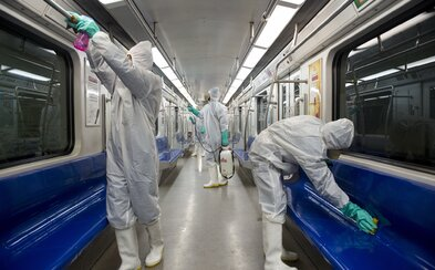 Slovensko sa pripravuje na boj s koronavírusom. Na letiskách budú všetkým prichádzajúcim cestujúcim merať teplotu