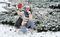 Slovensko zasiahla prvá vlna snehu, v Bratislave sa tvoria zápchy. Ako vyzerá zvyšok krajiny?