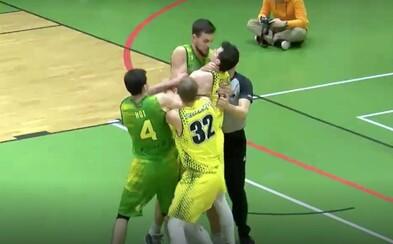 Slovenský basketbalista počas zápasu škrtil protihráča. Do konfliktu sa zapojil aj brankár futbalovej reprezentácie