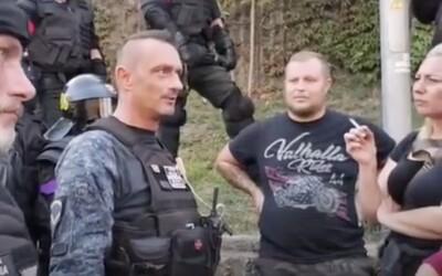 Slovenský policajt vyškolil demonštranta: Vieš, prečo si vôbec tu? Hulákaš na celú ulicu, ale netušíš, o čom je protest