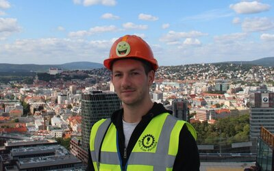 Slovenský žeriavnik zarobí aj 2500 eur, kvôli malej potrebe dole nechodí (To najlepšie z Refresheru)
